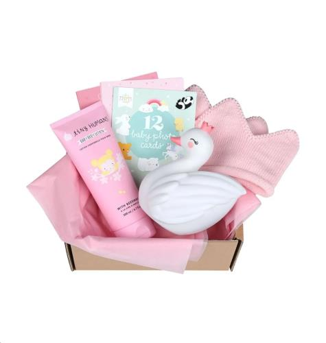 Baby gift box: Welcome little girl (M)